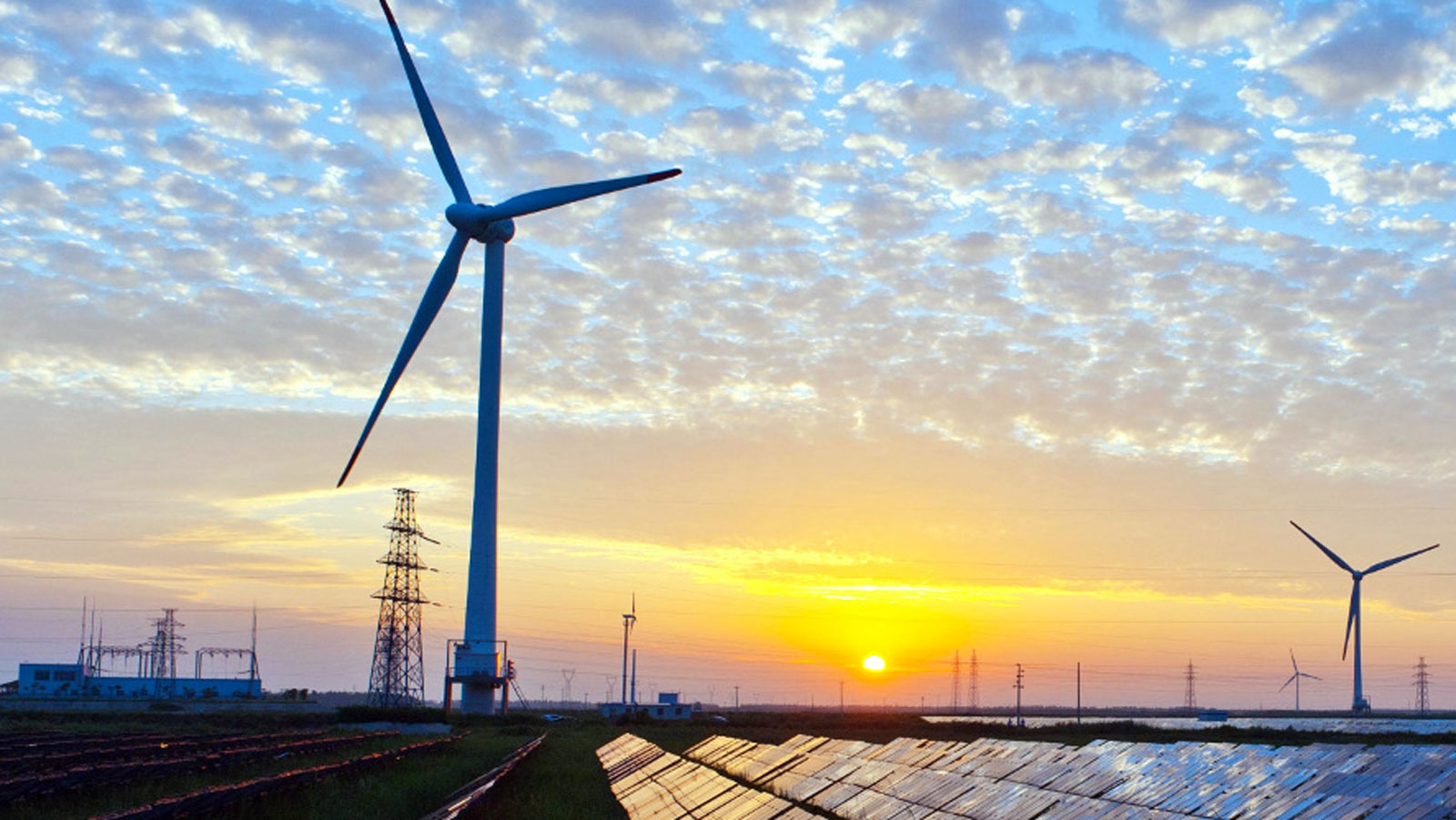 """<h3>WIND ENERGY</h3><h5>America has more than <span class=""""slideshowHighlight"""">tripled the amount of wind power</span> it produces since 2009, enough to power over 26 million homes.</h5>"""